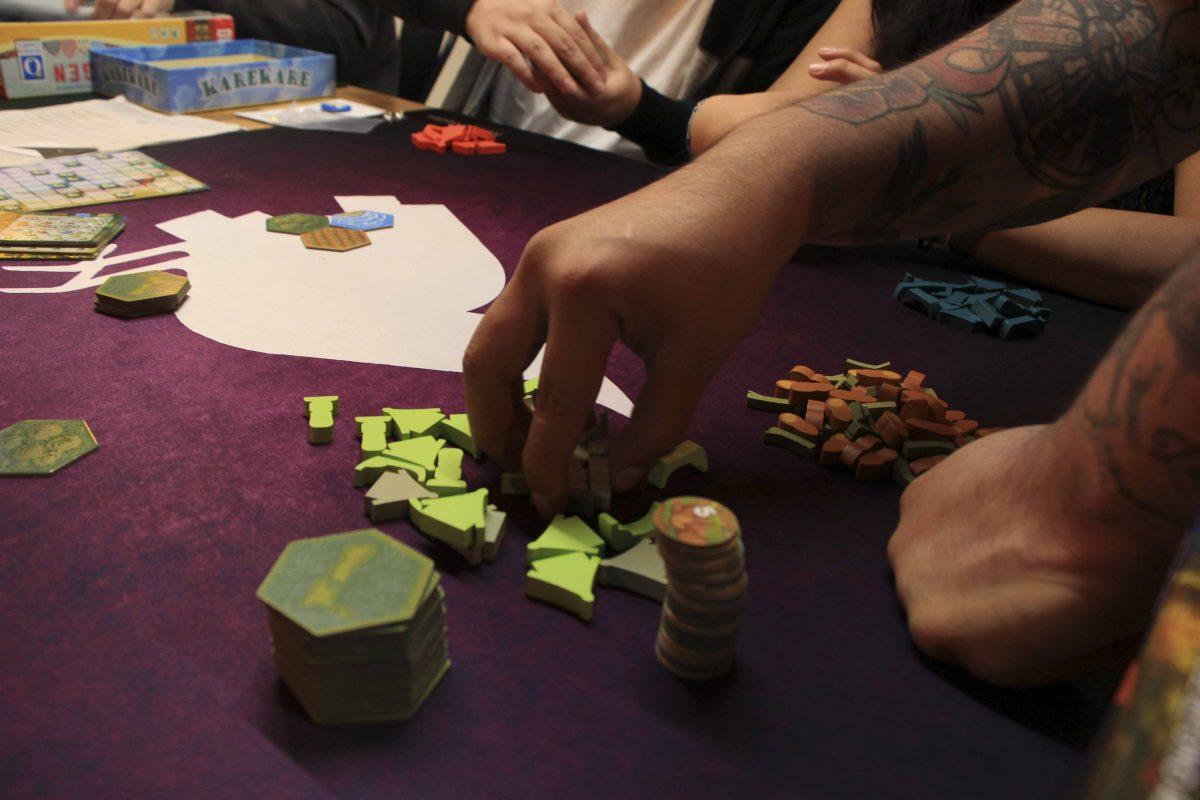 manos jugando kare kare
